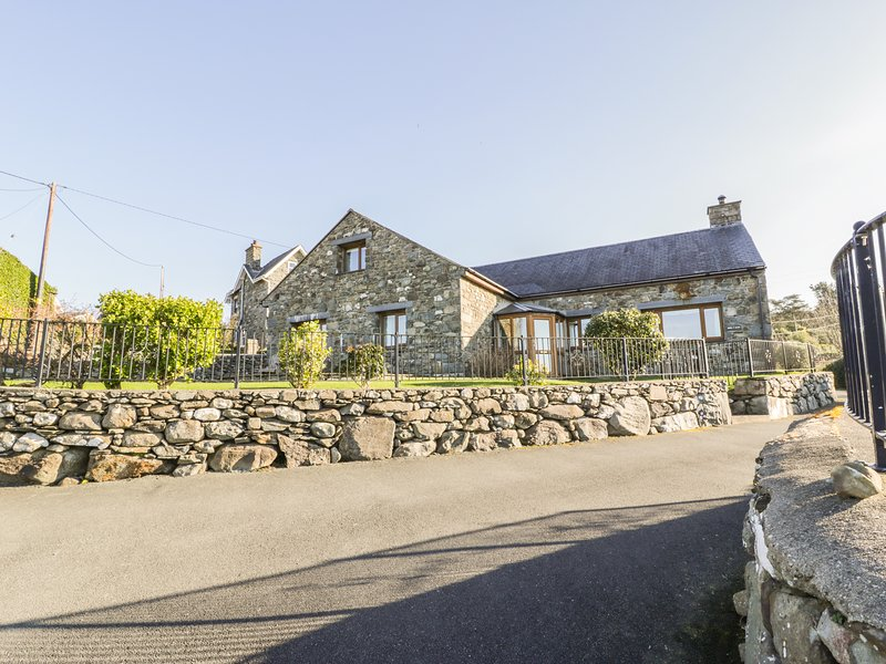 AWEL Y LLAN, private spa suite, sea views, Harlech 1 mile, Ref 968220, Ferienwohnung in Harlech