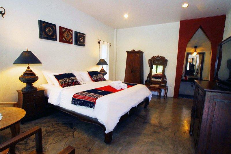 Private Lake View Cottage W/King Size Bed, Pool & Free Bikes-B1/B3, holiday rental in Doi Saket
