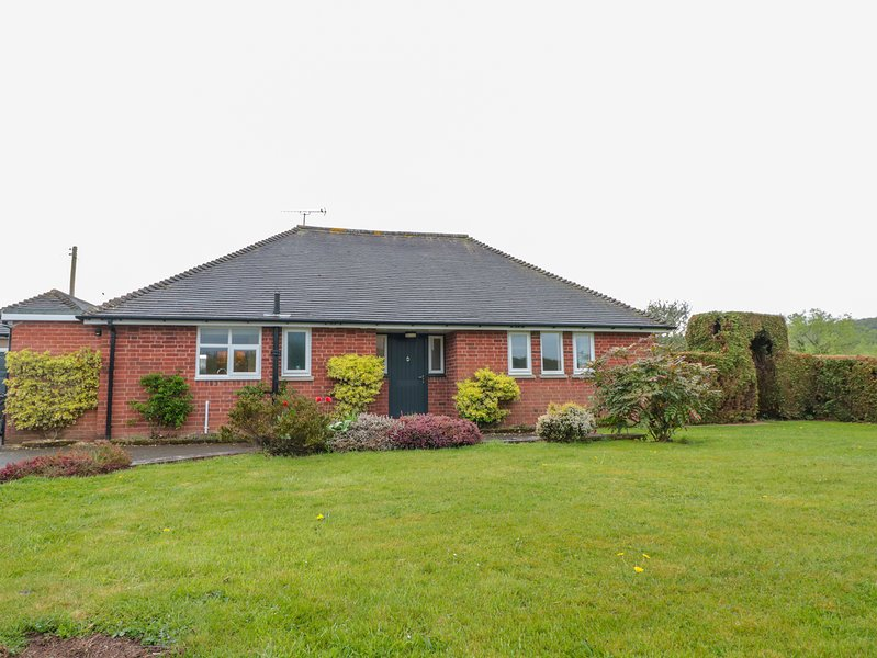 BOWER VIEW, woodburner, pet-friendly, conservatory, Madley, holiday rental in Madley