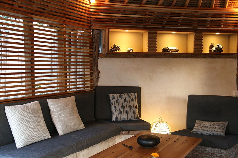 Terrace Bungalow, with sunset views, holiday rental in Gili Meno