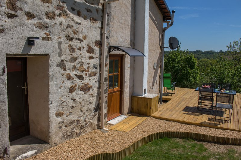 Bonnes Routes gite - perfect base for driving and touring holidays, casa vacanza a Ladignac le Long