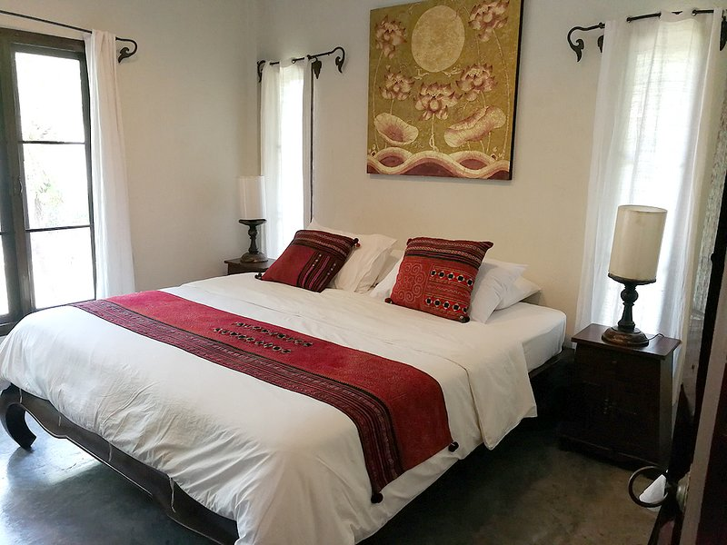 Couple GETAWAY Cottage W/King Size Bed, Kitchen, Pool & Large Balcony-A3, holiday rental in Doi Saket