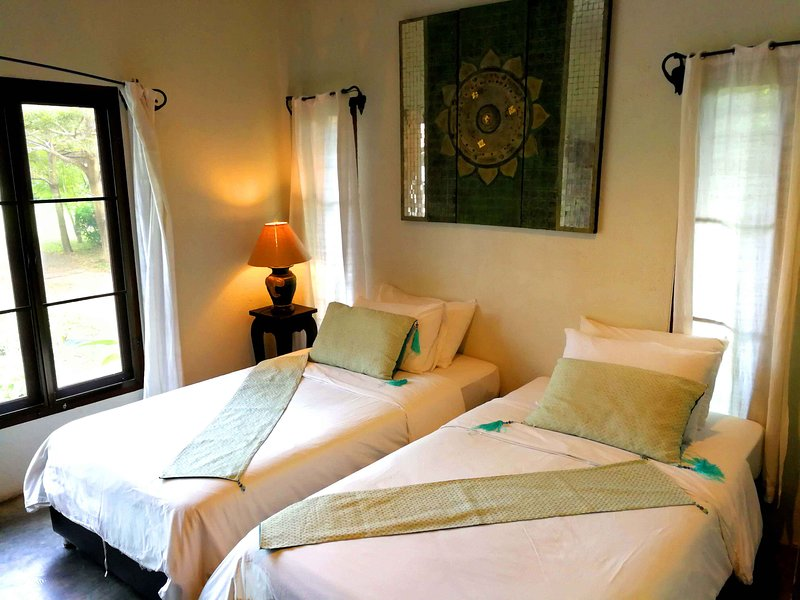Tranquil 1-bedroom cottage w/Twin beds, Living room, Kitchen & Pool -A2, holiday rental in Doi Saket