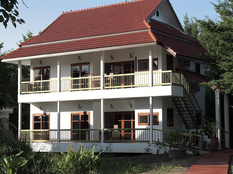 Family suite w/2BR, 2BA, Kitchen, Living room, Pool, Large balcony & Bikes-V2D, holiday rental in Doi Saket
