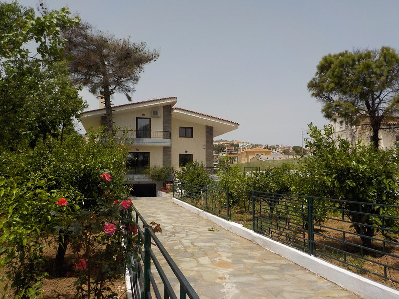 Amazing House-Athens Suburb (Rafina, Neos Voutzas), vacation rental in Pikermi