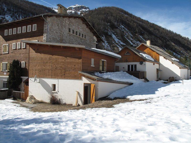 Montagne Hautes Alpes Arvieux appt 5 personnes plus grand garage, location de vacances à Hautes-Alpes