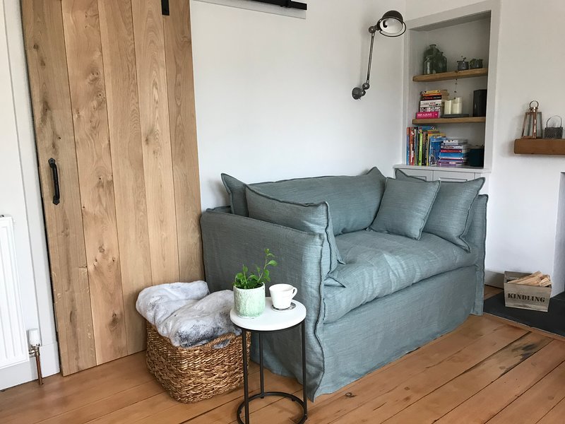 Completely renovated fully furnished 2 bedroom flat. Sleeps 5