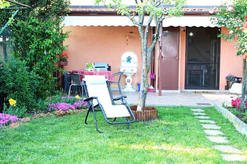 L'orto del pettirosso - intera casa con giardino, holiday rental in Mezzenile