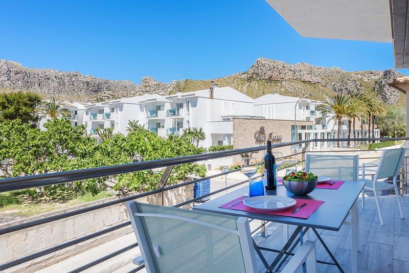 BEAUTIFUL MODERN APT. LAUET CENTRAL AND 50MTR FROM THE BEACH 2 BEDROOMS, aluguéis de temporada em Formentor