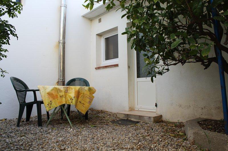 Ninon - Studio T1 à 400m de la plage, holiday rental in Ile des Embiez