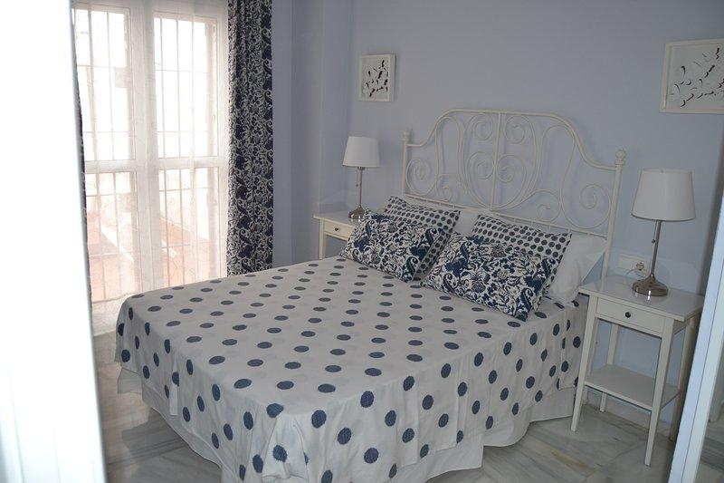 Encantador apartamento patio sevillano 4 personas, holiday rental in Olivares
