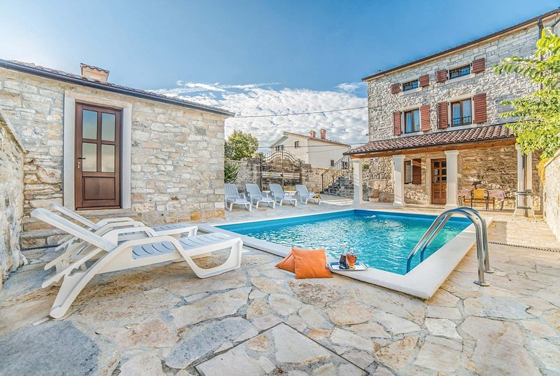 Countryside villa with 3 bedrooms, aluguéis de temporada em Kruncici