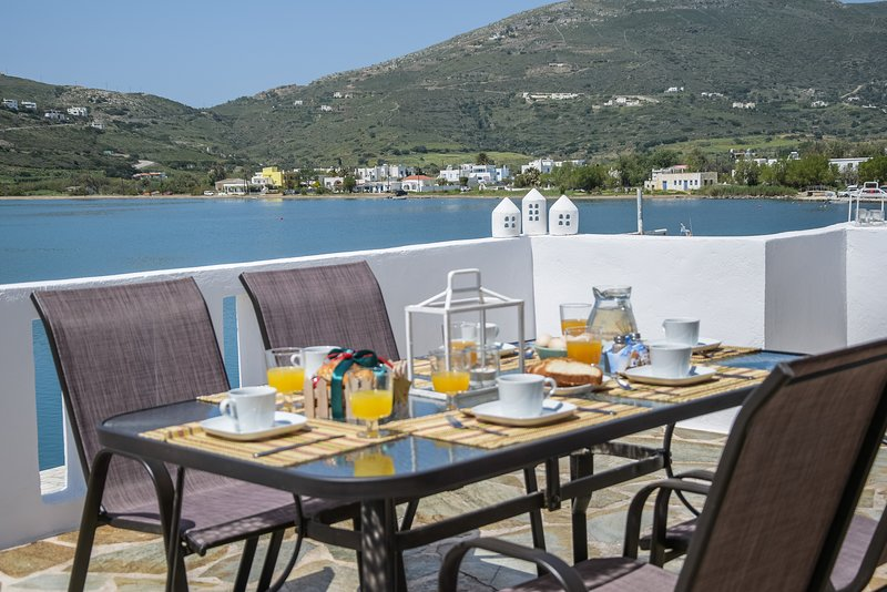 Deluxe Cycladic House w/Seaview (near the picturesque port), holiday rental in Kypri