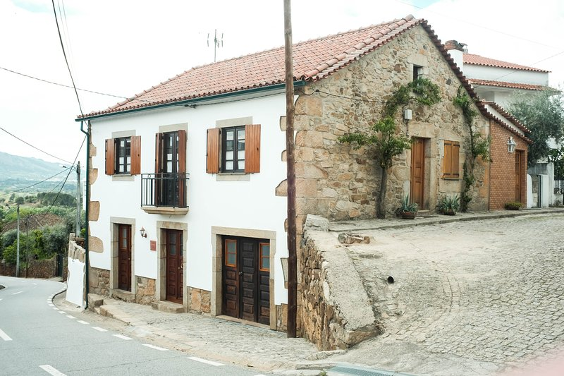 The Bakery Guest House - The Family House, location de vacances à Covilha