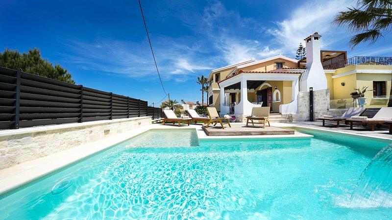 Casa Catalina Villa, 100m From Agia Marina Beach Chania, location de vacances à Agia Marina