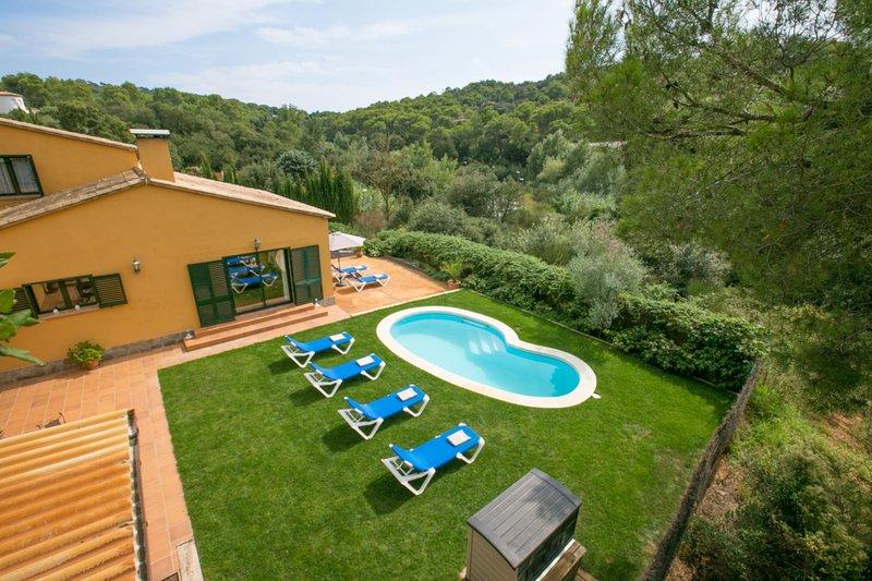 Esclanya Villa Sleeps 6 with Pool and WiFi - 5622230, alquiler de vacaciones en Regencós
