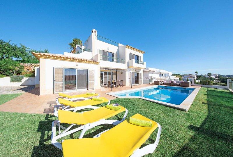 3 bed villa, short drive to Albuferia, vacation rental in Calvana