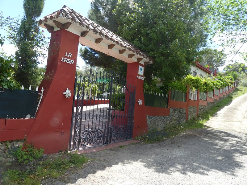 LA CASA GRANDE, vacation rental in El Castillo de las Guardas