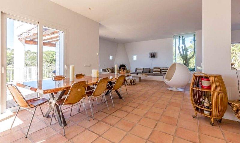 Na Xamena Villa Sleeps 10 with Pool and Air Con - 5791544, holiday rental in Port de Sant Miguel