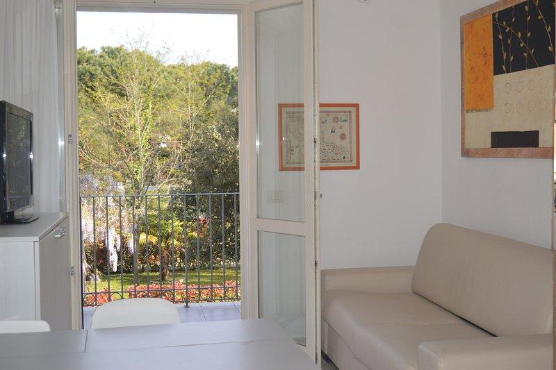 Il Glicine 3, vacation rental in Ronchi