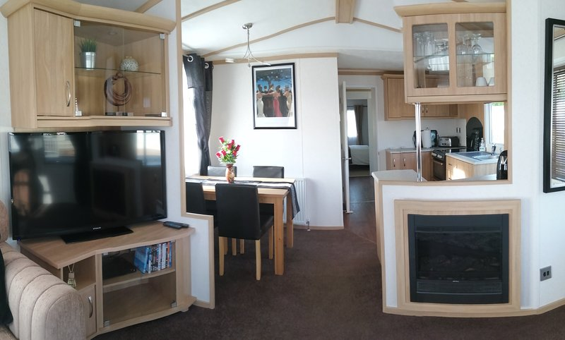 New Forest,  2 bed, luxury modern static home in Hoburne Bashley, vacation rental in New Forest National Park Hampshire