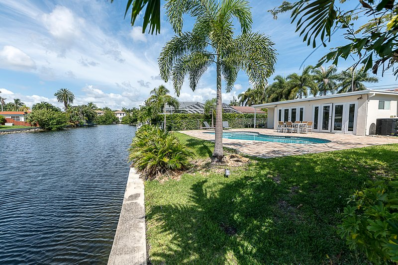 Luxury 5BR Home Great Location 5 Min from Beach, holiday rental in Hallandale Beach