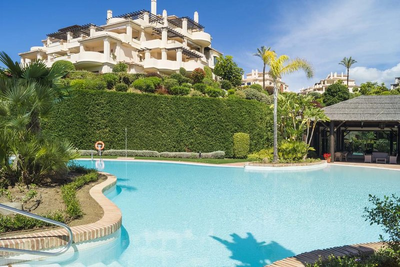 Luxury Lovely  apartment Capanes del golf 5 personnes, holiday rental in Benahavis