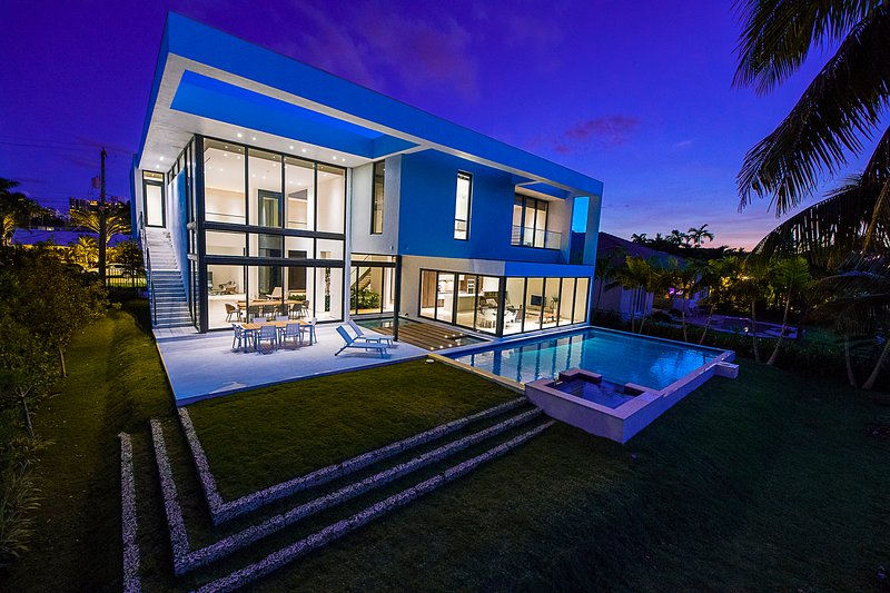 Brand New Modern mansion, Waterfront., holiday rental in Hallandale Beach