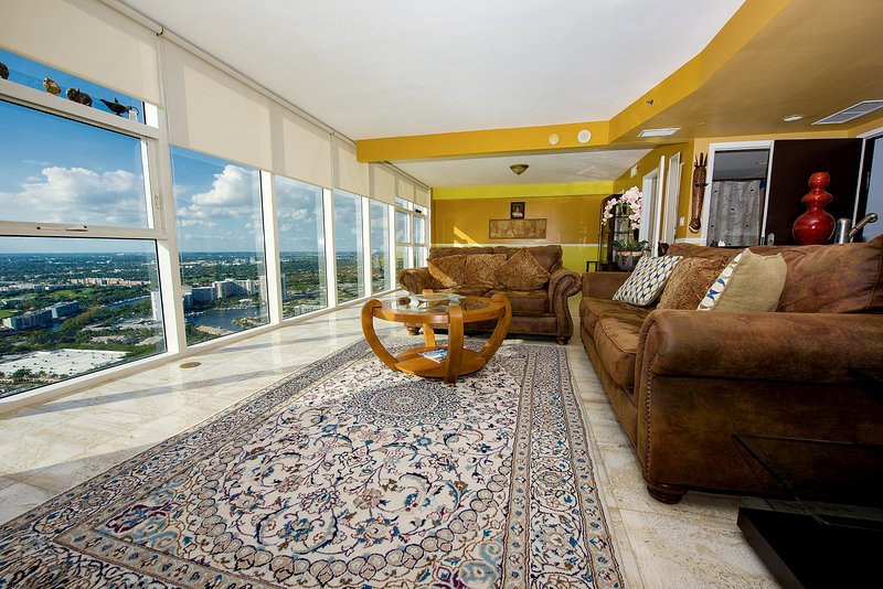 Oceanfront Prime Location Top Penthouse, holiday rental in Hallandale Beach