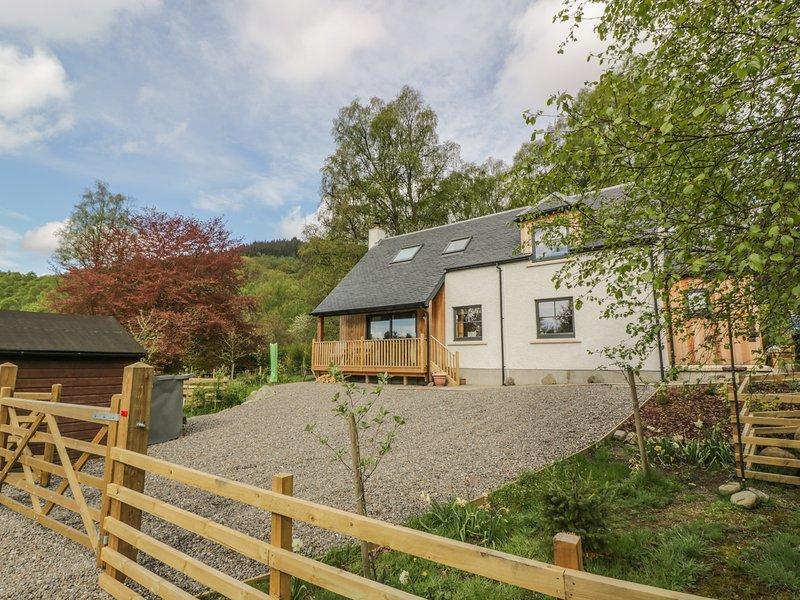 FOIS HOUSE, enclosed garden, views, near Callander, aluguéis de temporada em Kinlochard