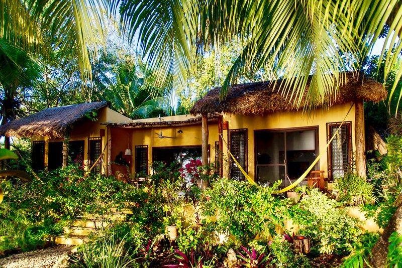 Casa Estrellla a Luxurious Romantic Getaway - Laguna Bacalar MEXICO, holiday rental in Bacalar