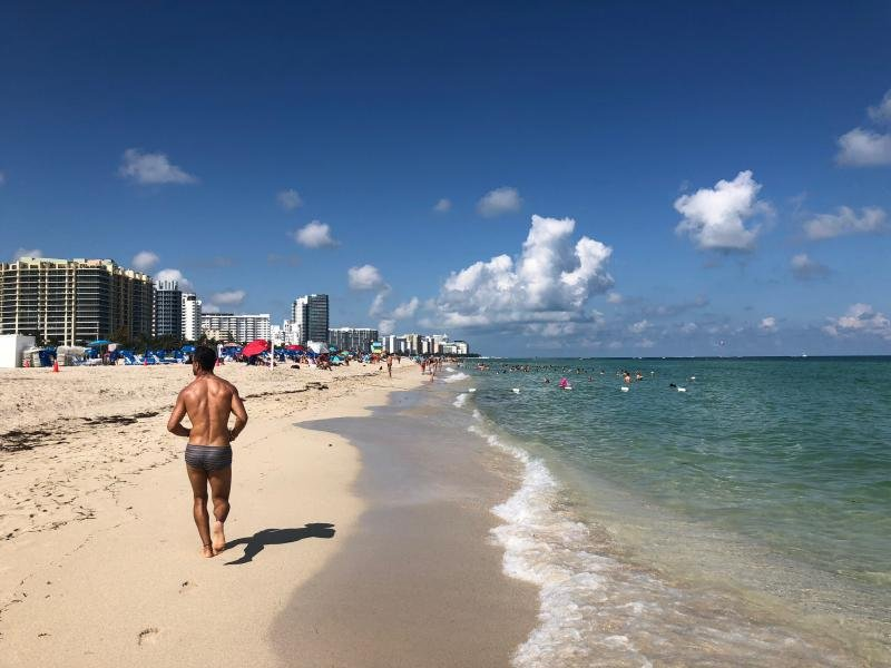 Miami Beach Family Getaway! Unique 3BR Apt, Right on the Ocean, Pool and More, holiday rental in North Bay Village