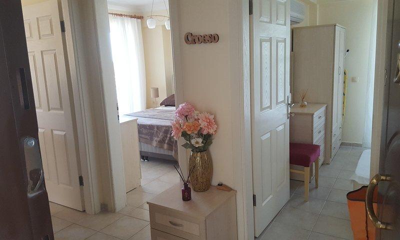 Geris Apartment Sleeps 6 with Pool Air Con and WiFi - 5700387, alquiler de vacaciones en Gumusluk