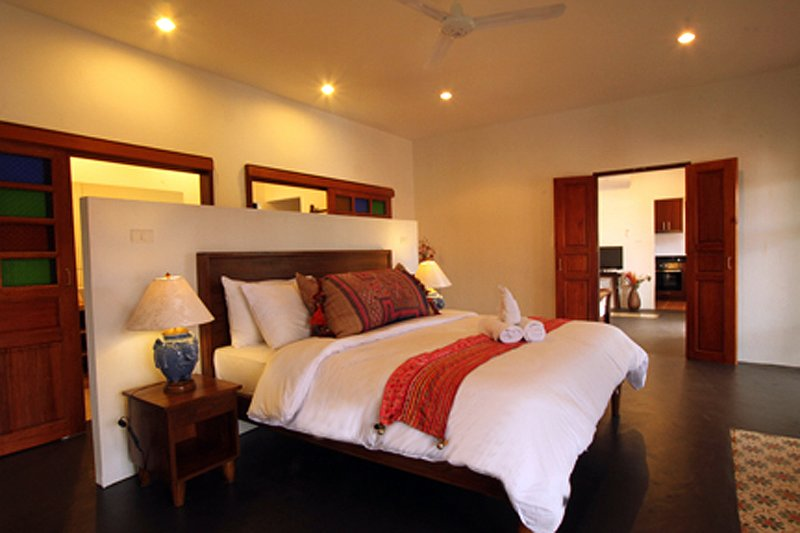 Spacious Family Suite w/2BR, 2BA, Living room, Kitchen, pool & balcony-V2UP, holiday rental in Doi Saket