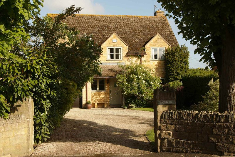 Woodside is an elegantly furnished property in the Cotswold village of Mickleton, alquiler vacacional en Long Marston