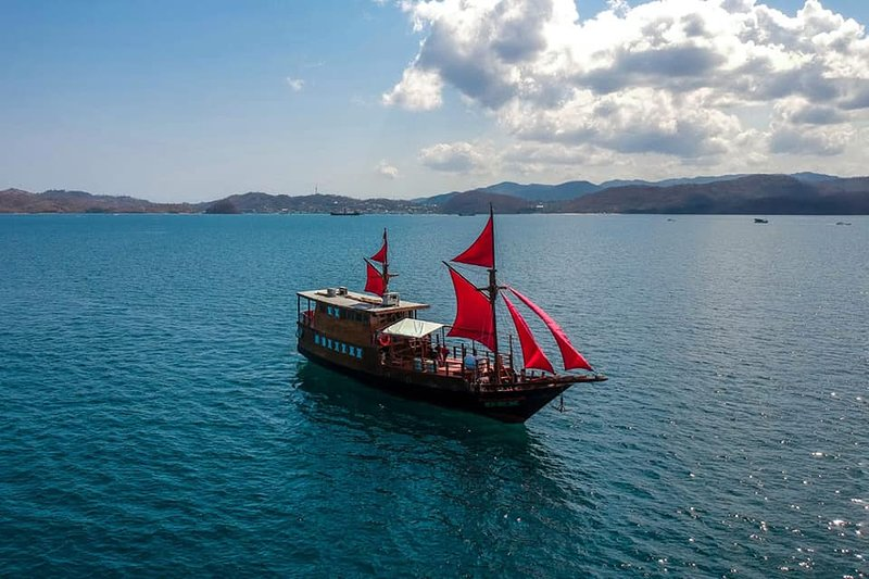 Indonesia Explorer Phinisi Boat, holiday rental in Badjo