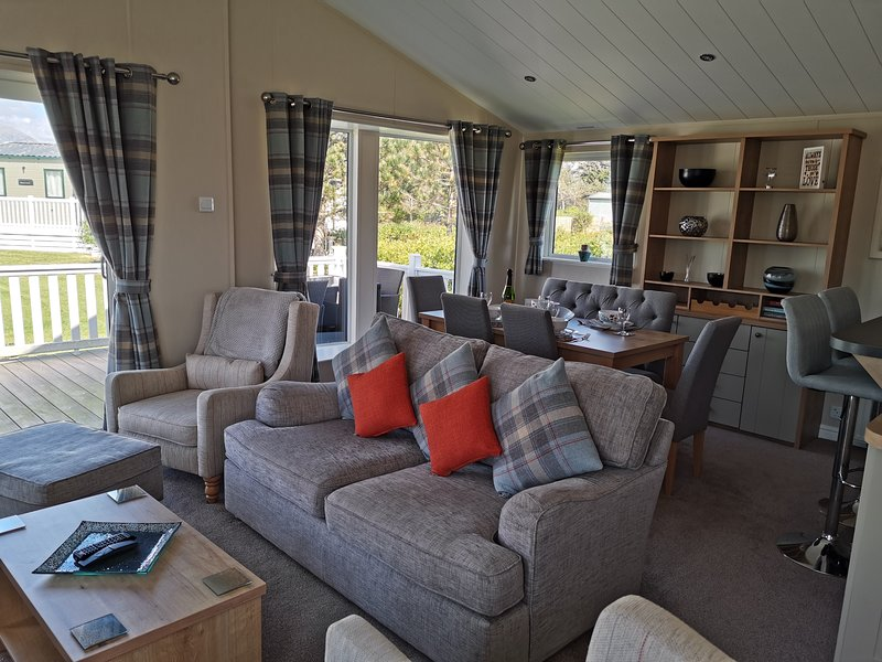 Beautiful Lodge in peaceful location close to Beach, holiday rental in Porthmadog
