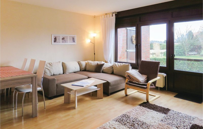 Stunning home in Holtgast/Utgast with WiFi and 2 Bedrooms (DNS193), location de vacances à Utarp
