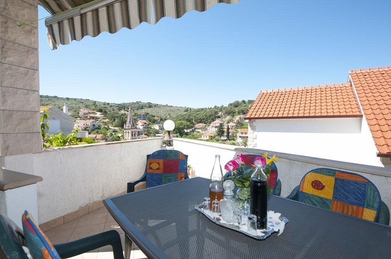 Apartments Gorana - Three Bedroom Apartment with Terrace(A1) (ST), holiday rental in Splitska