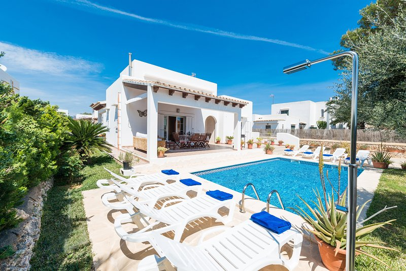 VILLA CALA FERRERA - Villa for 8 people in Cala D'Or, holiday rental in Cala Serena