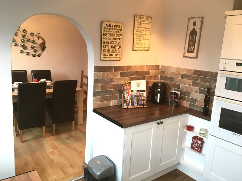BUDGET ACCOMMODATION MINUTE FROM M1 JUNCTION 31, vacation rental in Sheffield