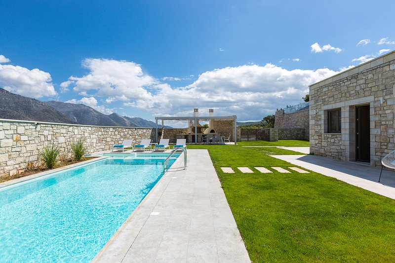 Thalmargia Villa I, Ultimate Peace & Privacy!, holiday rental in Axos