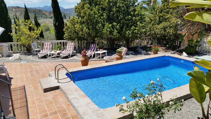 Country Finca set in elevated position. Private yet within 10 mins walk to town., holiday rental in Coin