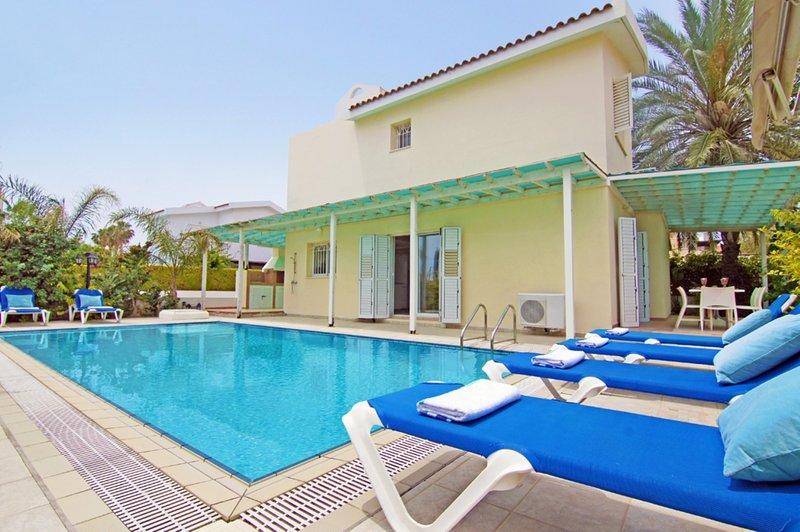 VILLA AMBER - KALAMIES PERNERA 4 BEDROOM WITH PRIVATE POOL, Ferienwohnung in Pernera