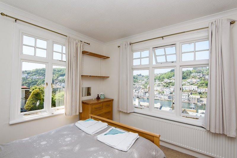 Fine family home with views over Looe river