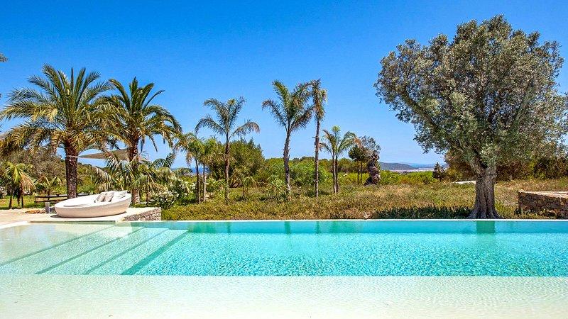 Colonia de Sant Jordi Villa Sleeps 12 with Pool and Air Con - 5791717, vacation rental in Es Codolar