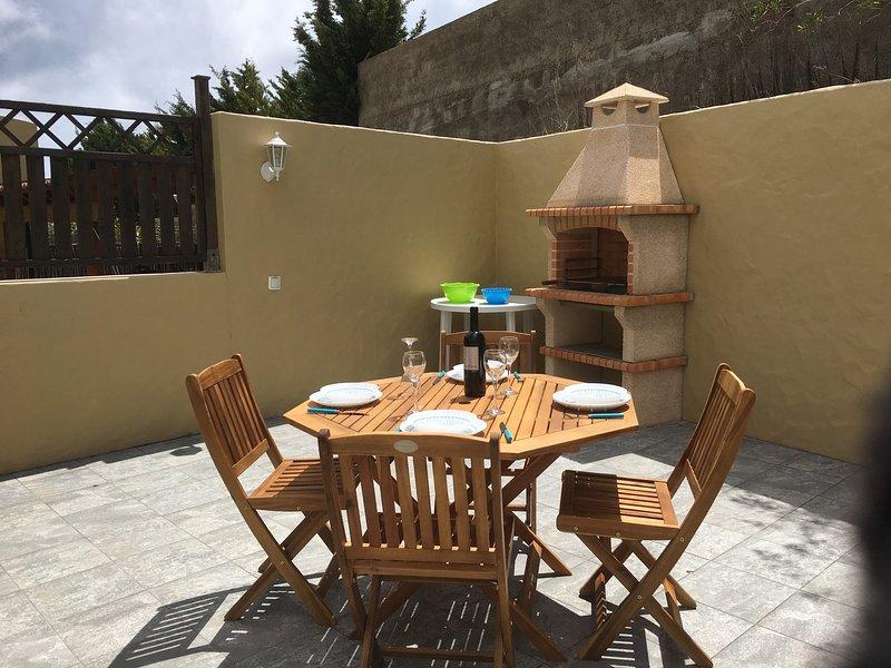 Windmill House - Near the Beach & Ocean, location de vacances à L'île de Porto Santo