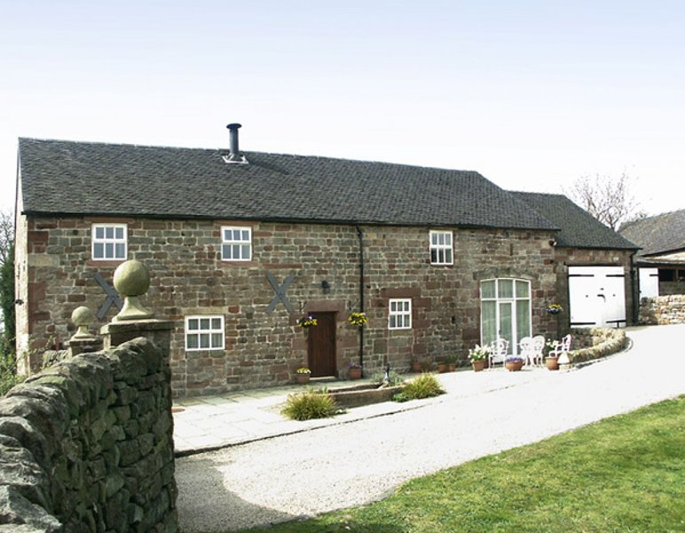 Self Catering Barn Conversion - edge Peak District, near Alton Towers, sleeps 10, vacation rental in Oakamoor