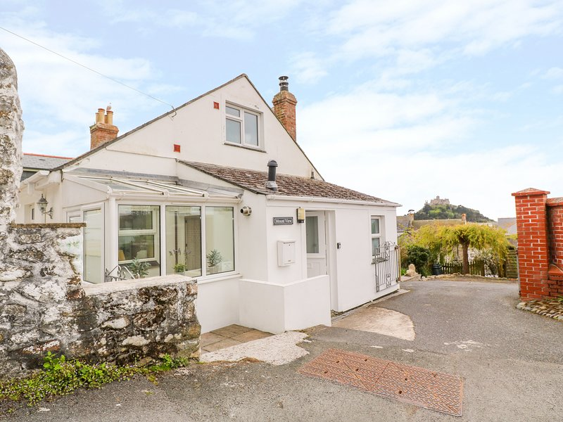 MOUNT VIEW COTTAGE, WiFi, pet-friendly, in Marazion, holiday rental in Marazion
