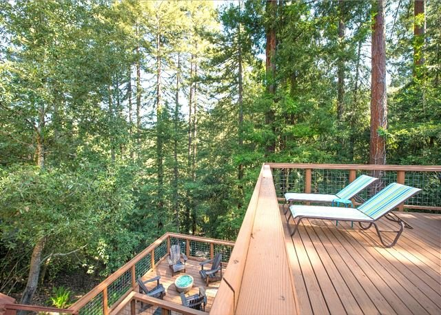 'Tree Fort'HotTub! Decks! FireTable 'Smart House', location de vacances à Guerneville